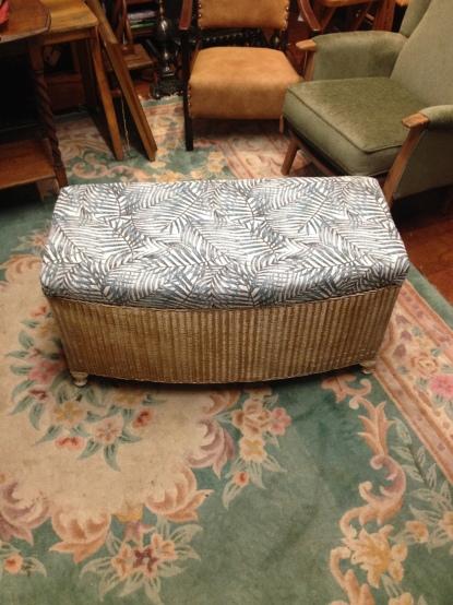 Lloyd loom bedding box