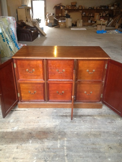 Very large and generous six draw storage PERFECT for vinyl