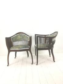 Superbly elegant, inlaid and reupholstered in velvet by Fibre Naturelle